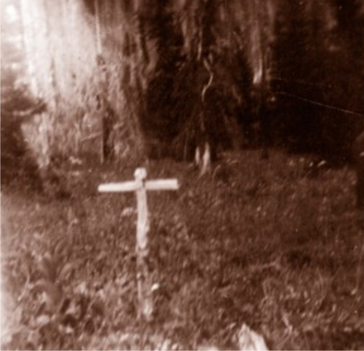 HBC History - A grave along the HBC Trail.