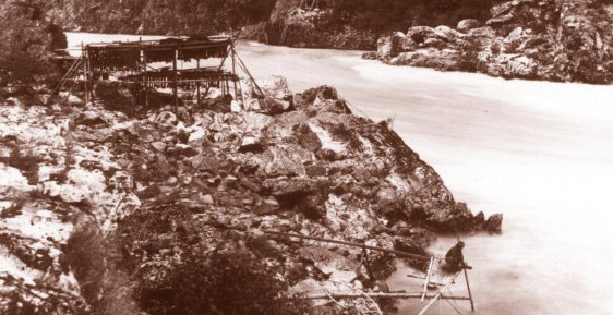Fishing platform and numerous drying racks in the Fraser Canyon above Yale (early 1900s).