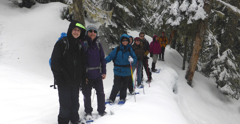 Family Snowshoe-Falls Lake-4 780x402