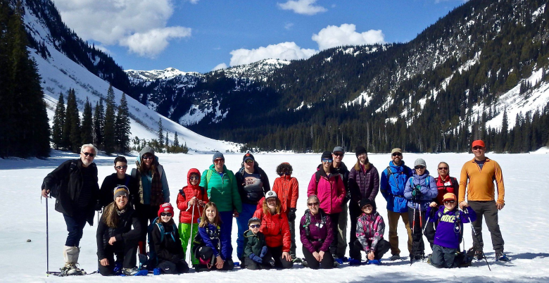 Family Snowshoe-Falls Lake-780x402